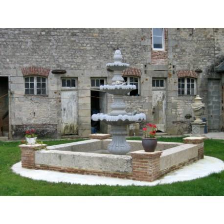 Fontaine centrale en granit
