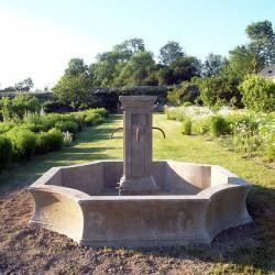 Fontaine en pierre rustique